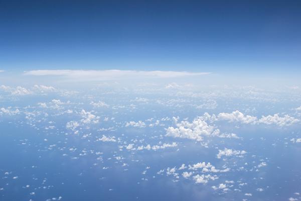 飛行機の窓から